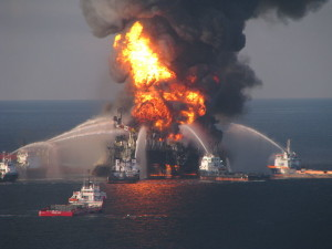 "Explosion der ""Deep Water Horizon"" Quelle: Wikimedia Commons"